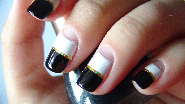 Фото черно белых ногтей фото