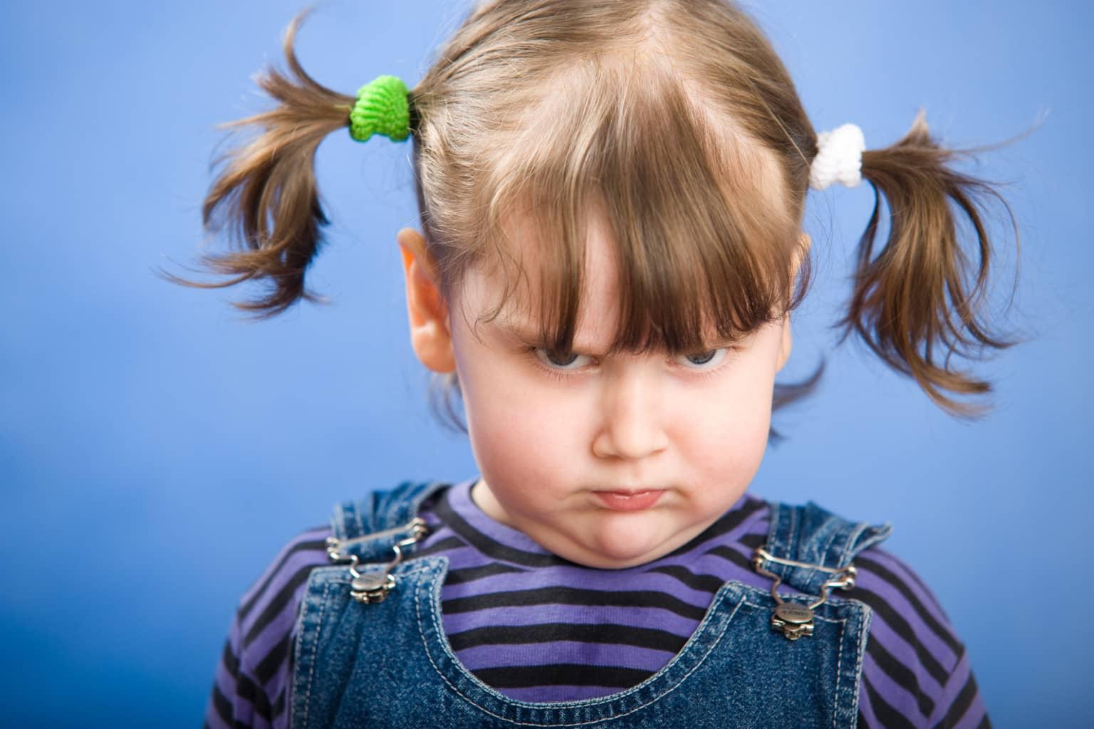 Фото ребенок надул щеки