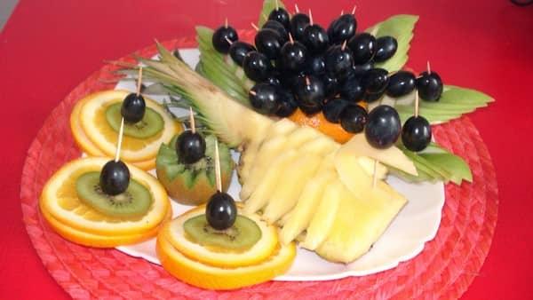 Как нарезать фрукты красиво на стол в домашних условиях фото пошагово в