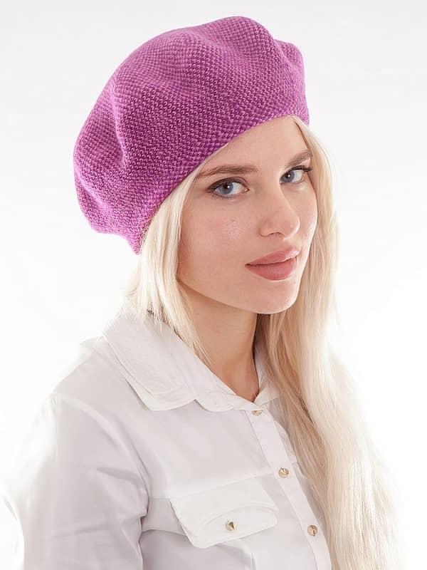 ... b2704a8a15d309afae8a0c8a4ba39774 Модні зимові жіночі шапки 2017 2018   фото 938e6b6ee717f