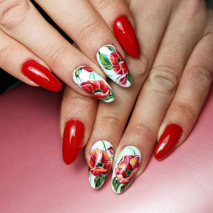 Как рисовать цветы на ногтях (интересный обучающий)