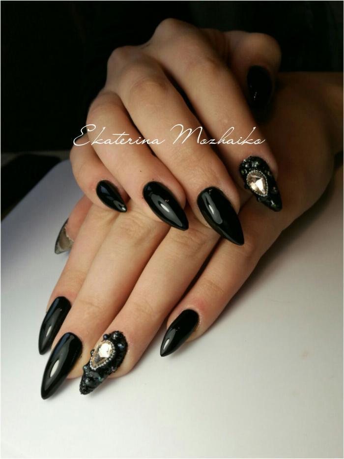 Длинные чёрные ногти фото