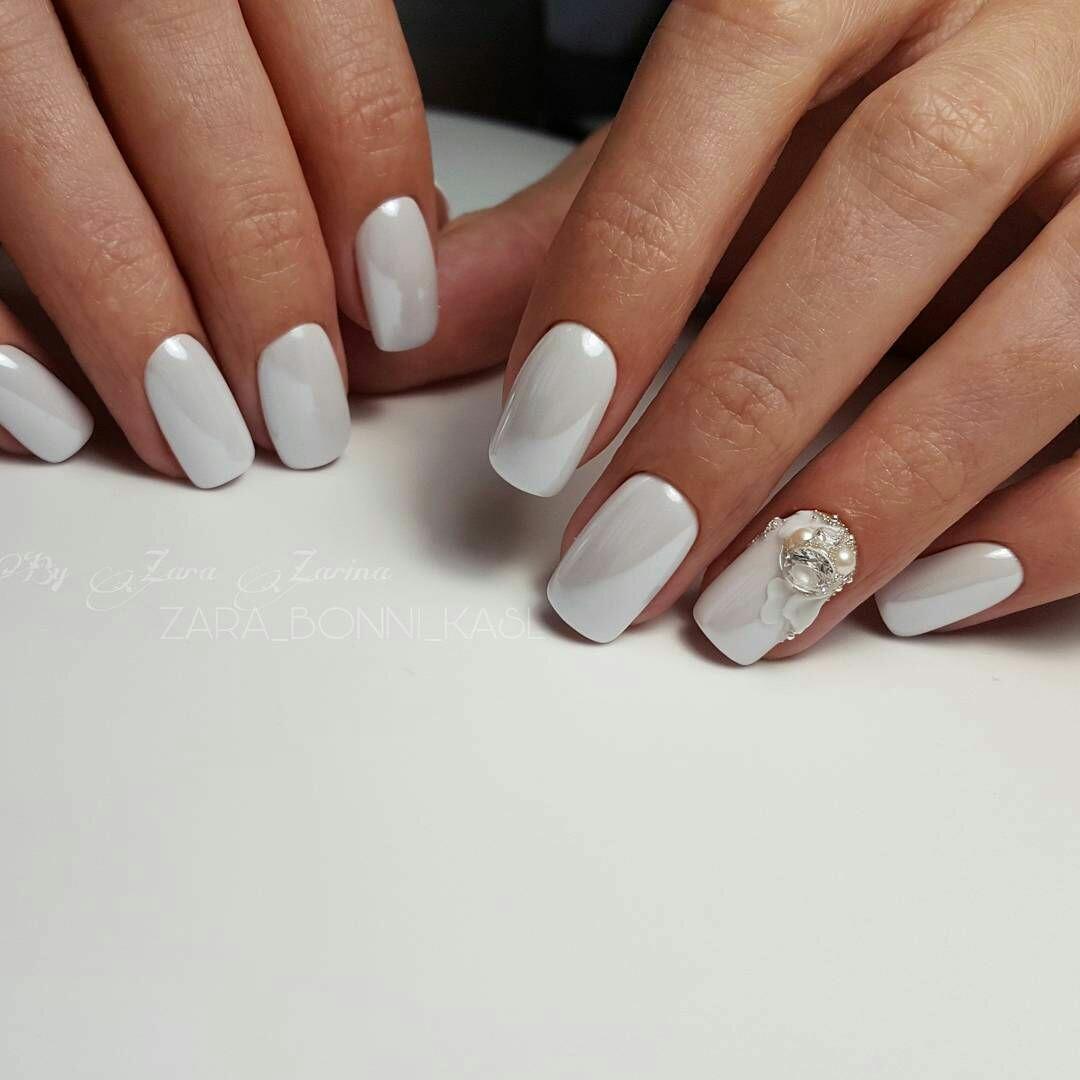 Белая втирка на ногтях фото