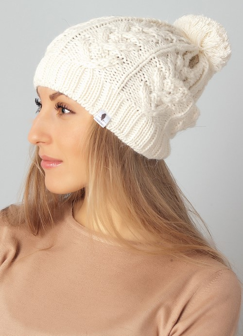 34bedb09e6a7eafda8f51e3331656705 Модні зимові жіночі шапки 2018 2019 –  фото 6b80a15bab0fc